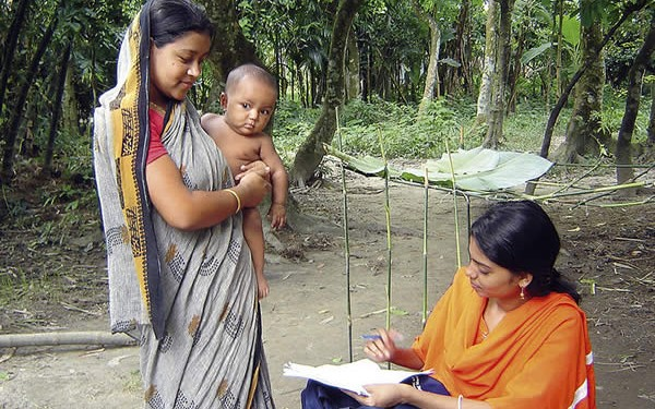 A female interviewer talking to a mother in rural Bangladesh as part of the MSc project of International Centre for Eye Health student Lutful Husain. BANGLADESH. © Lutful Husain