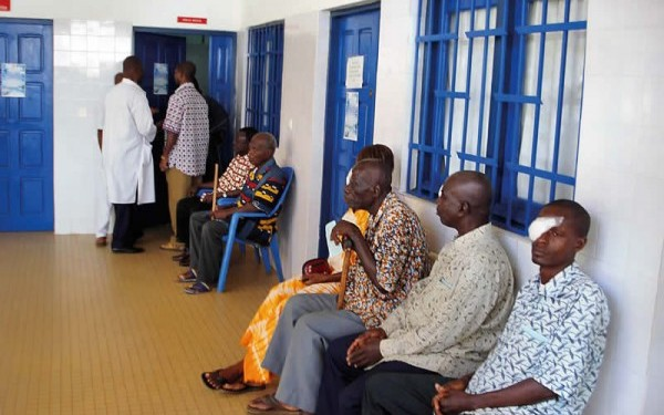 Maintaining clean facilities and clear access for patients contributes to the quality of care. IVORY COAST. © Ferdinand Ama