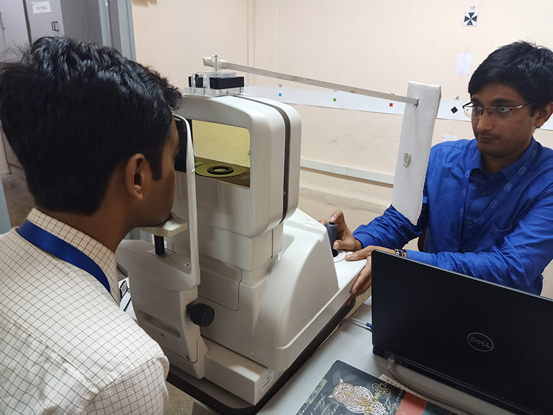Examining a patient using an open-field auto-refractor