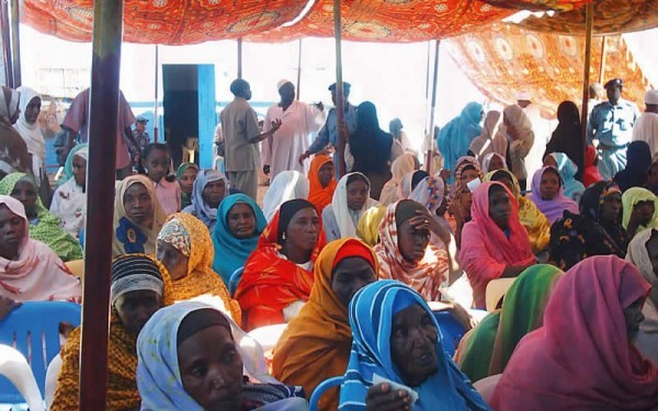 Patients waiting at an eye camp: 64% of people who are blind in the world today are women. SUDAN. © Mamoun Mirghani