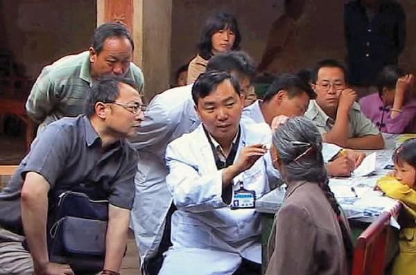 Cataract screening in a village in Xiangyun. CHINA. © Gu Zongzu/ORBIS.