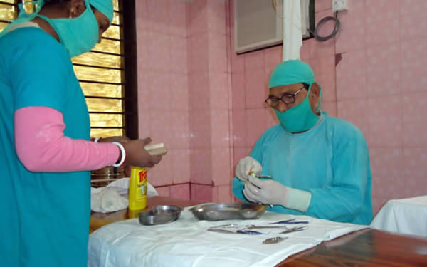 Cleaning instruments using a method learned from the Community Eye Health Journal. INDIA. © Dr. Mohsin Alam of Friends Eye Hospital. 2nd place in the 2011 Community Eye Health Journal Photograph Competition