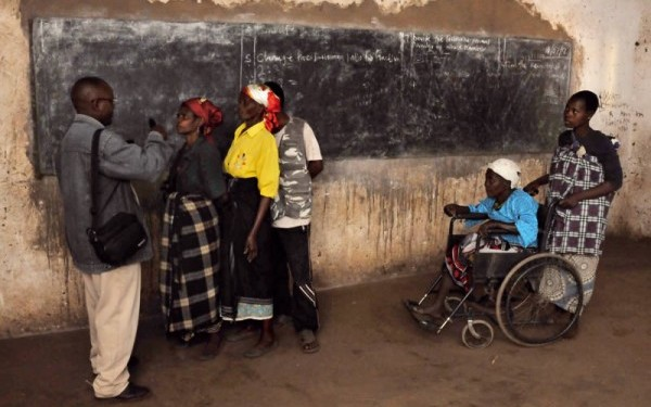 Community-based rehabilitation workers can take eye care into the community, thereby increasing access for people with different impairments. MALAWI © CBM. All rights reserved