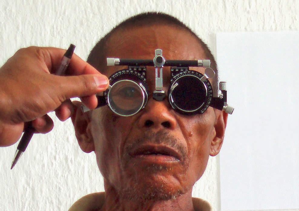Examen de la réfraction oculaire. TIMOR-LESTE. A Palagyi.